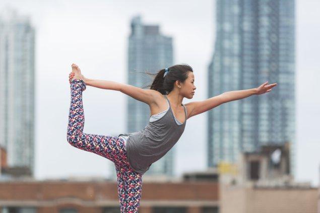 dancers-pose-yoga-rooftop_4460x4460